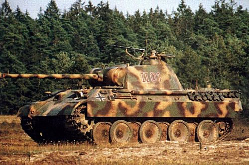 Výzbroj: 75mm delo, 3 x 7,92mm guľomety